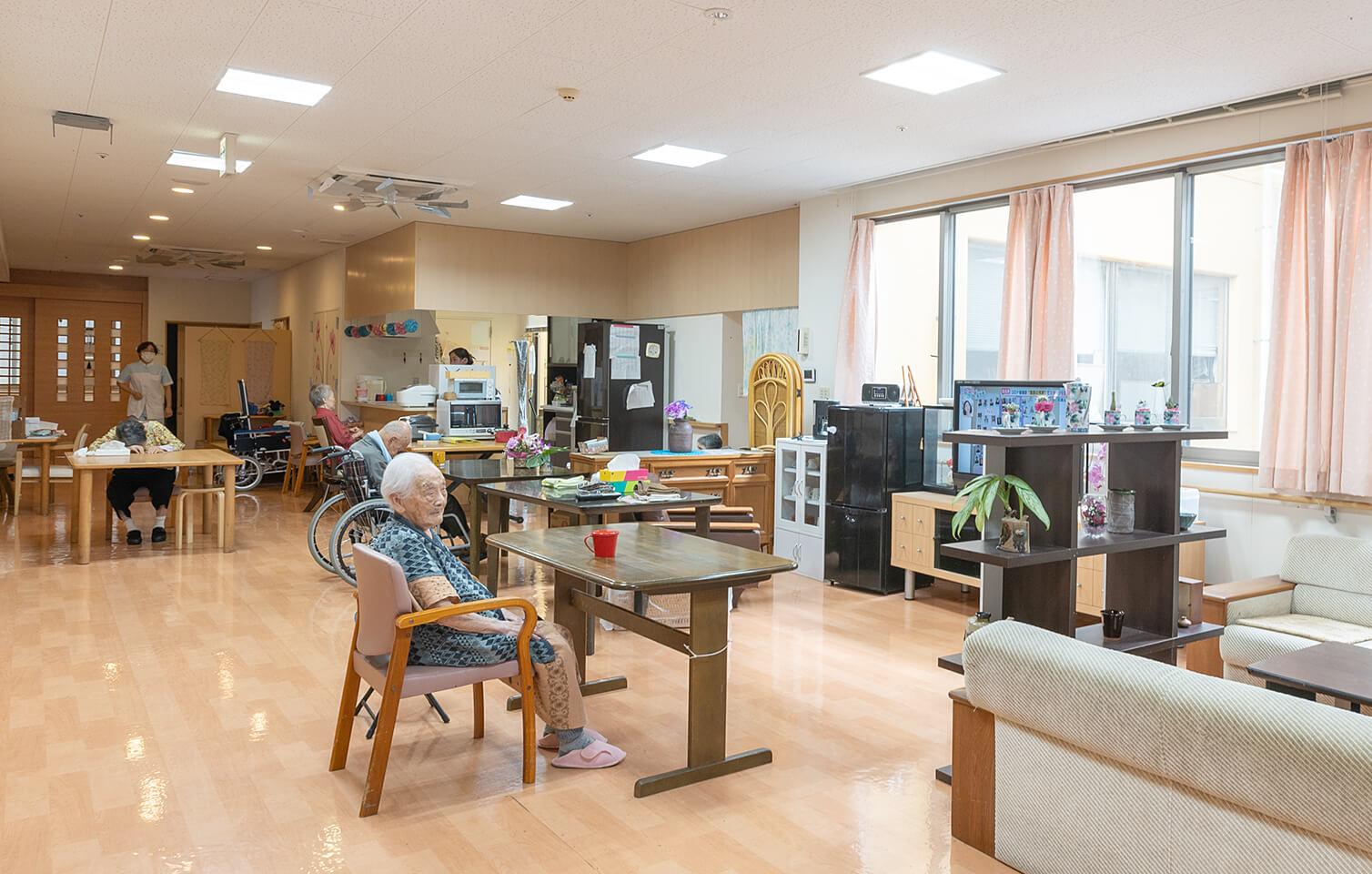 お年寄りが暮らすユニットホームのリビング
